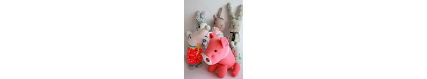 Oryginalne piękne zabawki maskotki wykonane ze skarpetek.